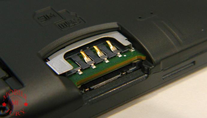 SIM and microSD slot - Nokia Lumia 625 Review